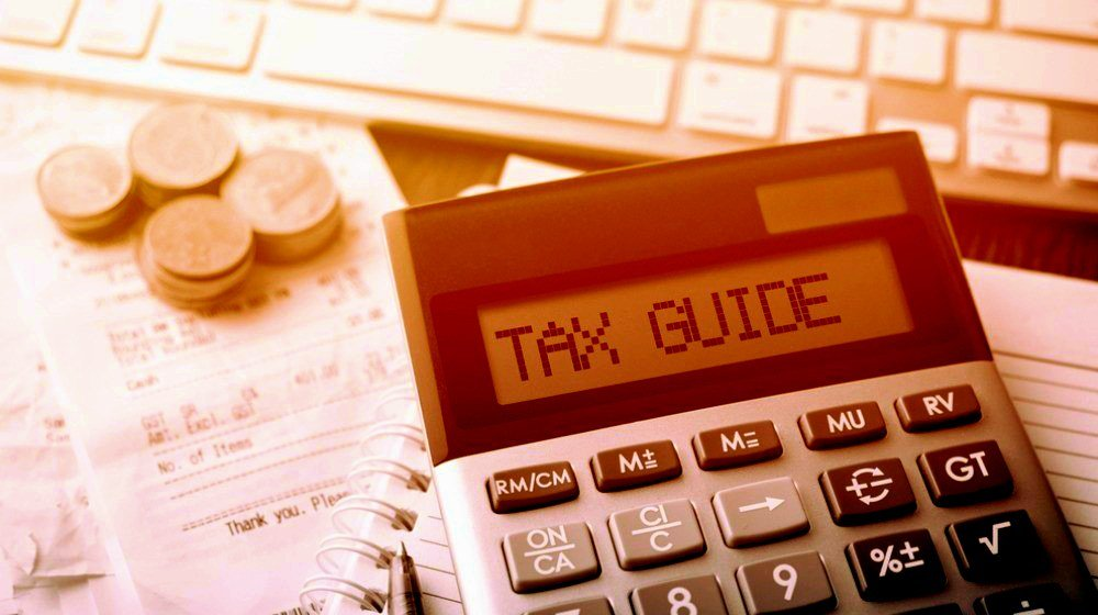 Feature | Was Doing Your Taxes Awful? Make It Easier Next Year With This Monthly Tax Guide | employer's tax guide 2018